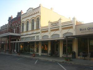 800px-Downtown_Goliad,_Texas_IMG_0989